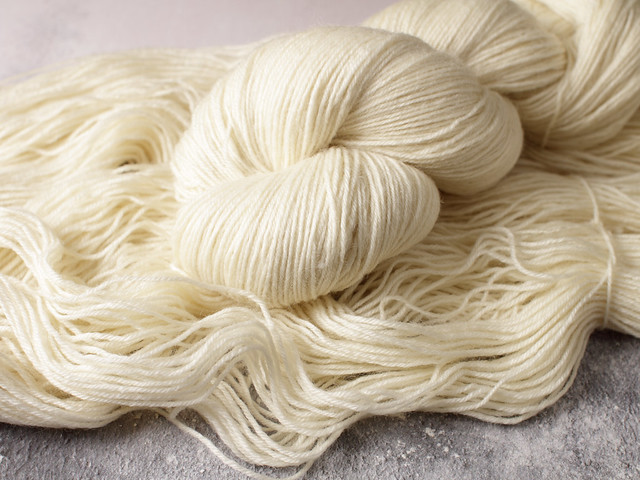 100% British Bluefaced Leicester wool undyed/natural superwash 4 ply / fingering / sock yarn 100g