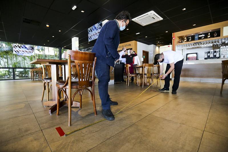Vigilância Sanitária realiza inspeções após reabertura de bares e restaurantes