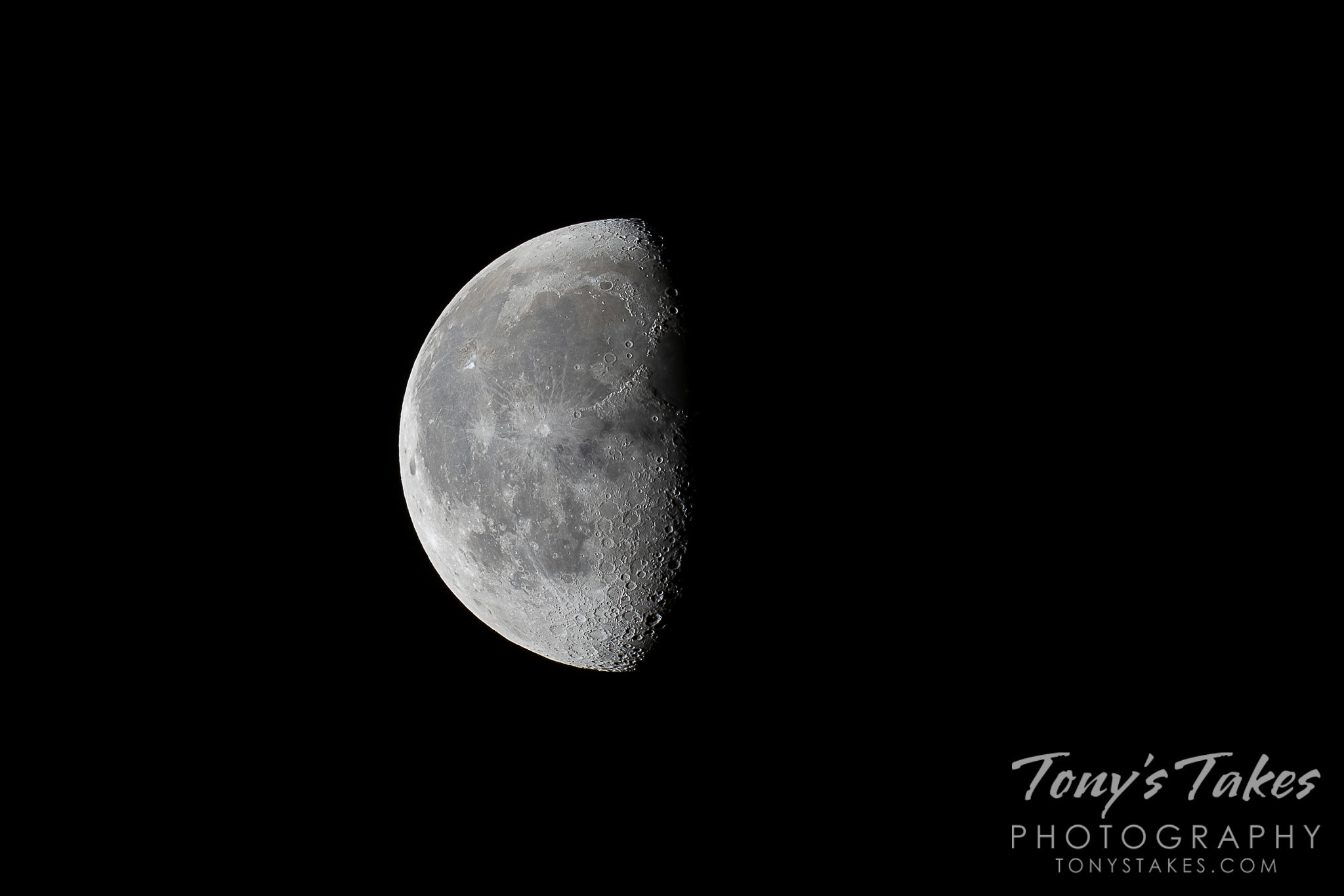 "Waning gibbous moon in ""HD"""