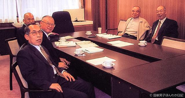 ニヤ機構会議:右奥から水谷先生・中井学長、左奥から筆者・大北事務局長・真田教授(佛大撮影)