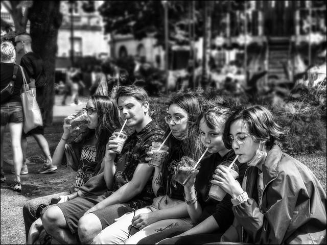 A vos pailles! /  Get your straws!