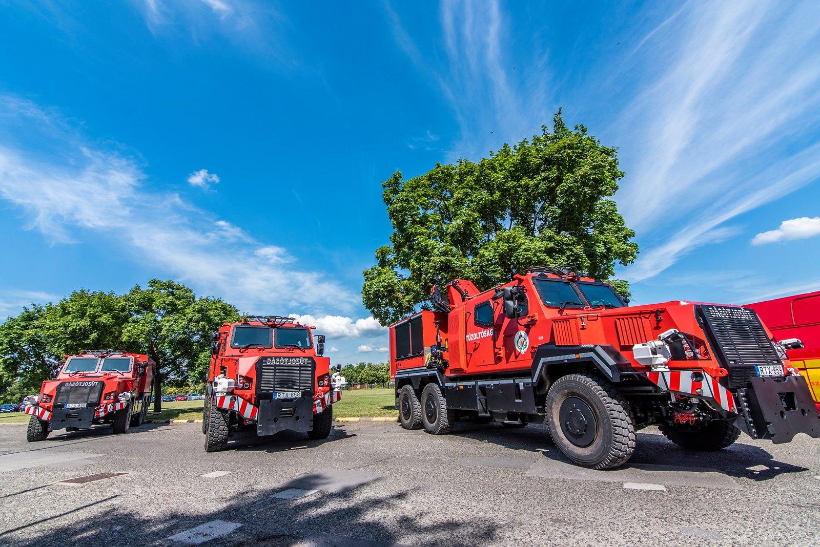 Bemutatjuk Szeged legújabb tűzoltóautóját, ezt a páncélozott bestiát