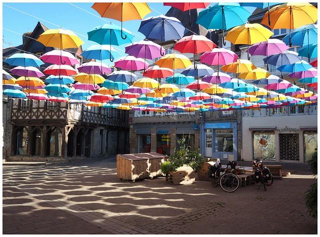 Chahumasy-2018-08-01 (4) Pontivy parapluie meubles palettes