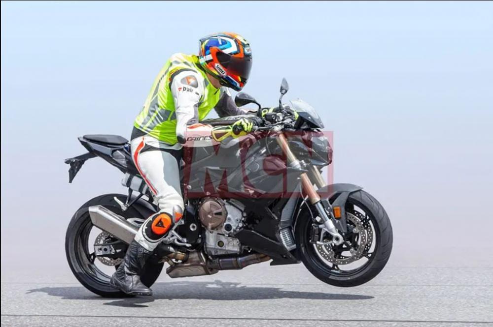 BMW S1000R 2021 Spyshots 4