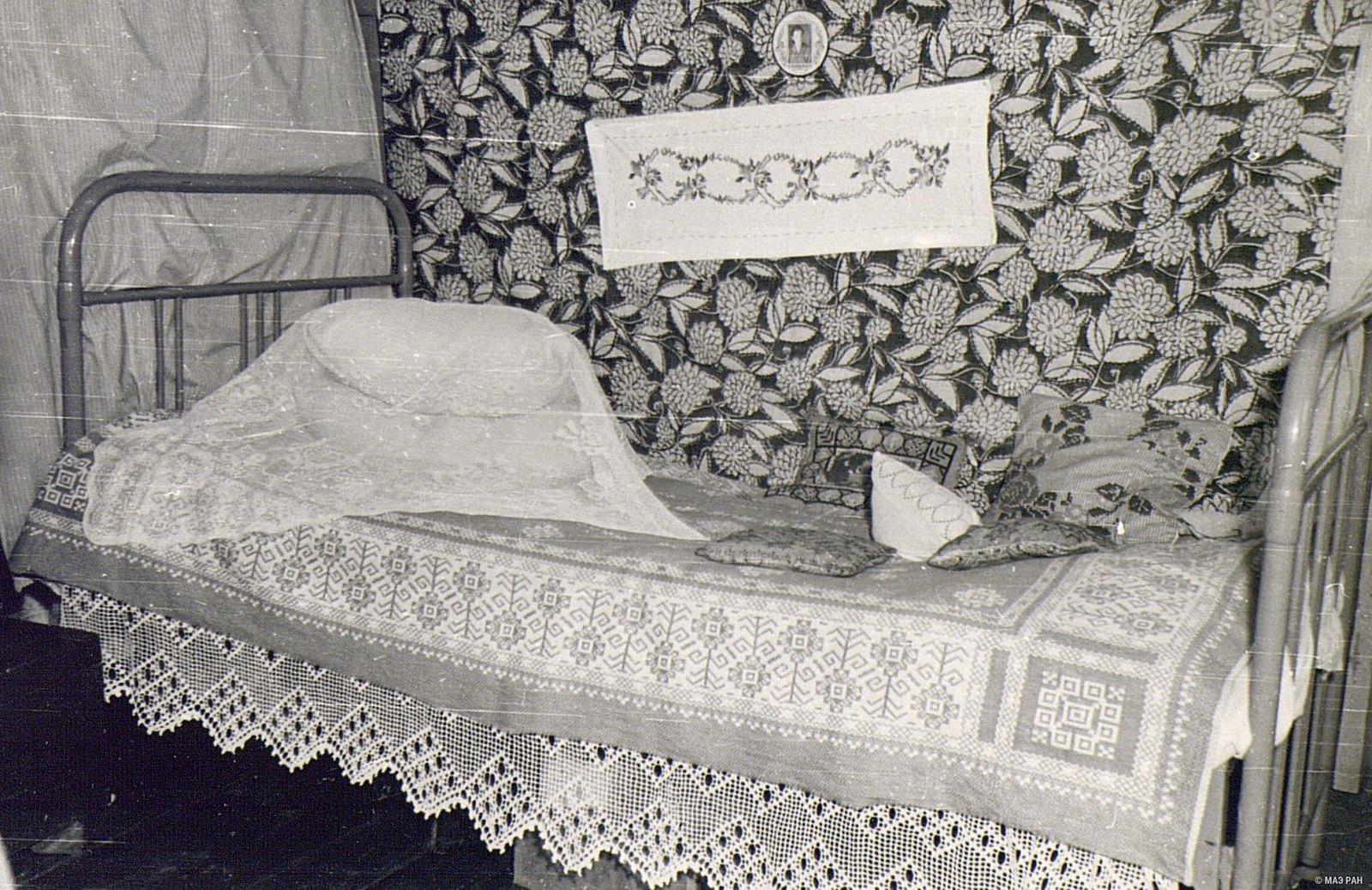 42. Кровать в доме А.Я. Вдовиной