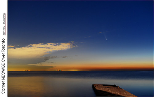 grimsby pumphouse pier lakeontario shore toronto lake water sky dawn night comet tail newowise stars orange blue opensource rawtherapee gimp nikon d800 afnikkor50mm118d neowise