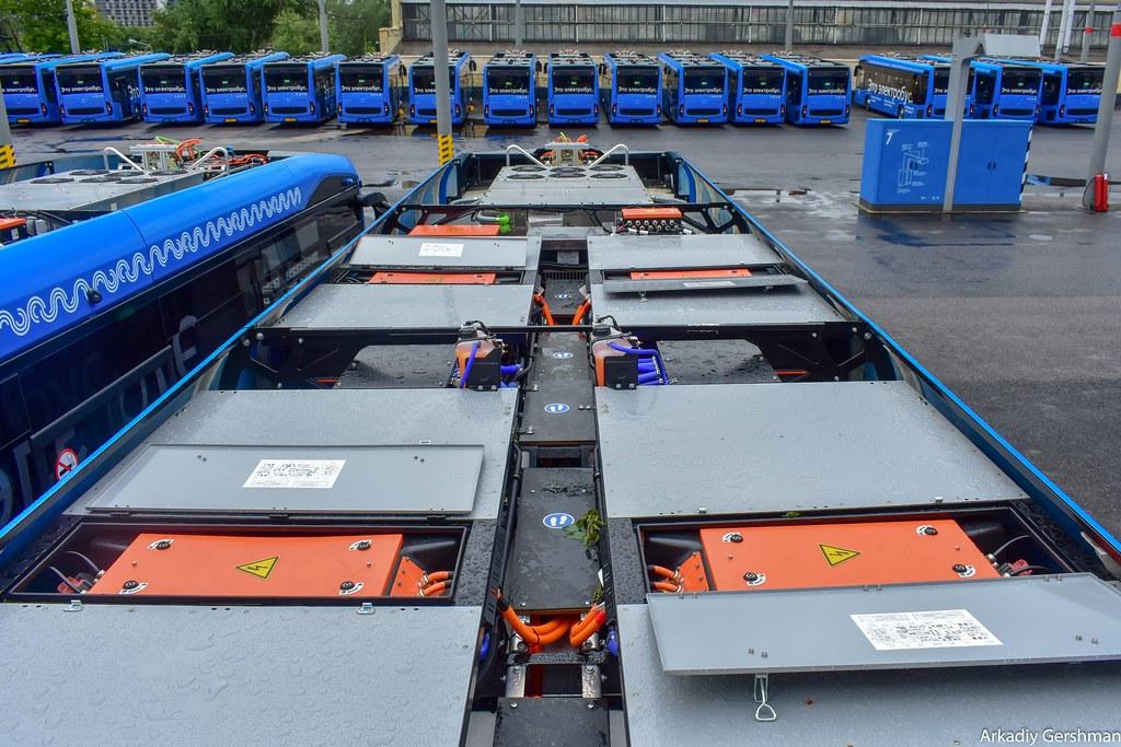 Батареи и энергооборудование на крыше московского электробуса
