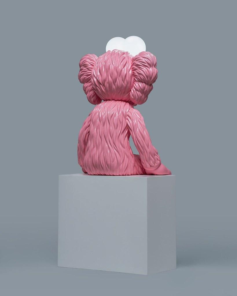 粉紅BFF突襲!AllRightsReserverd x KAWS 合作推出 粉紅色「KAWS SEEING(Pink)」座燈雕塑 全球限量 150 體【抽選販售】