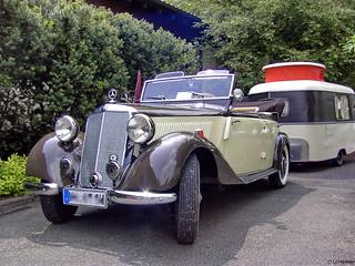 Mercedes-Benz mit Wohnwagen