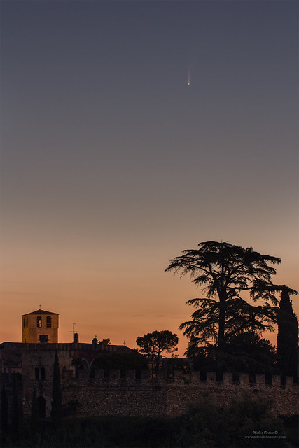 Comet Neowise above Castellaro Lagusello (MN))