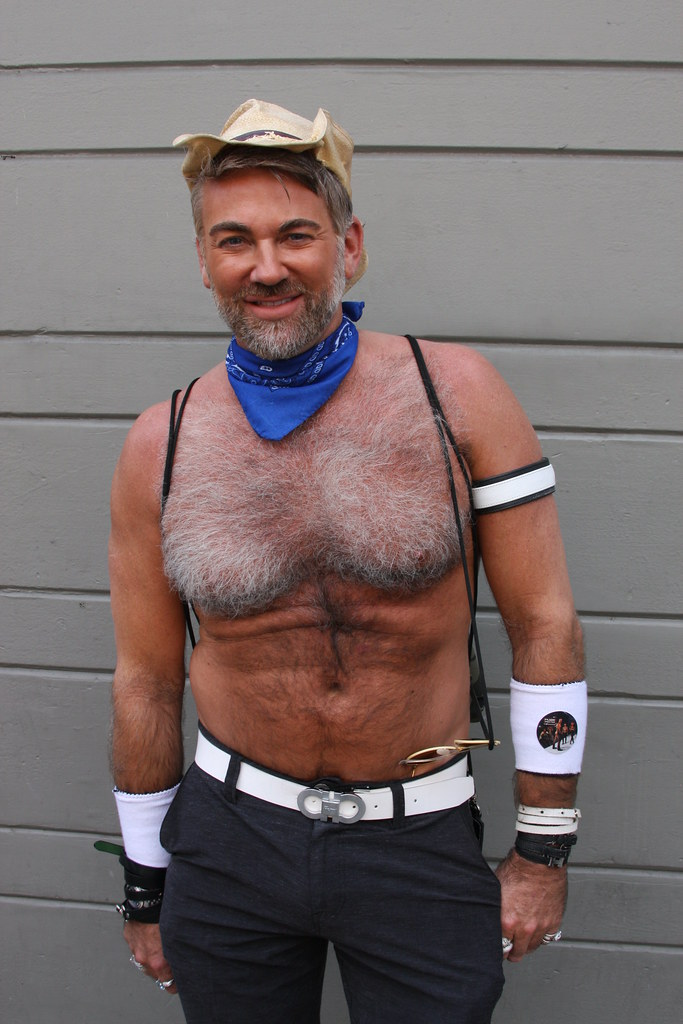 SUPER HAIRY & HANDSOME BEARMAN HUNK ! ~ FOLSOM STREET FAIR 2017 ! ( safe photo )