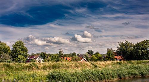dorp village clouds rural wolken landelijk bluesky blauwelucht zuidholland nederland netherland hoekschewaard oldlens ef35135mmf456usm