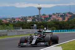 Mercedes, in black or pink, reveals Ferrari and Red Bull