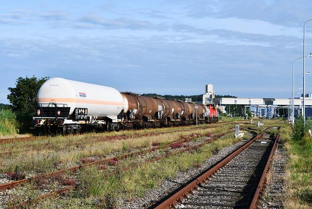 DBC 6413 met afvoertrein 62312 bij vertrek uit Farmsum