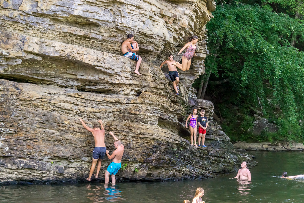 Cliff diving (1)