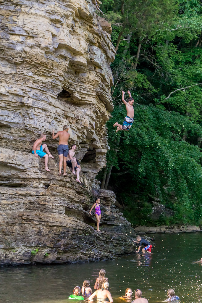 Cliff diving (3)
