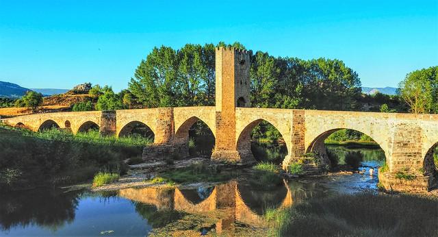 Puente medieval sobre el Ebro en Frias ( Burgos ).