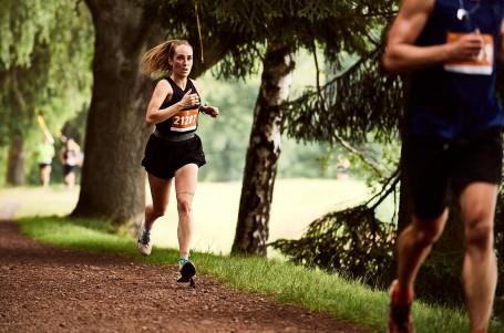 Bomba v Brdech! Běhej lesy přilákalo téměř dva tisíce běžců