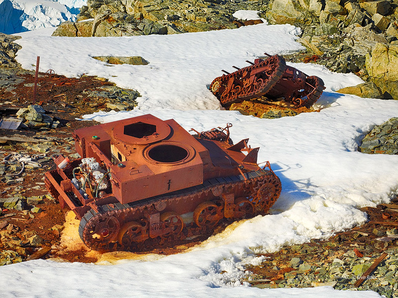 M2A2-light-tank-T3E4-carrier-abandoned-antarctic-expedition-R-E-Byrd-ri-1