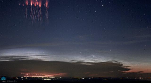 VCSE - Lidércek meg világító felhők a Vouges-hegység felett - Forrás: APOD