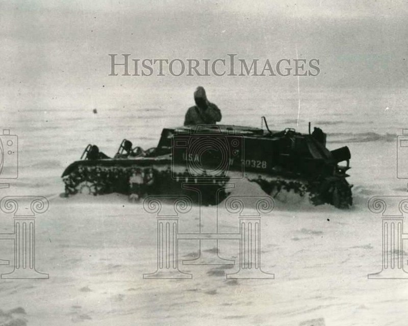 M2A2-light-tank-antarctic-expedition-R-E-Byrd-Little-America-base-1940-hi-1