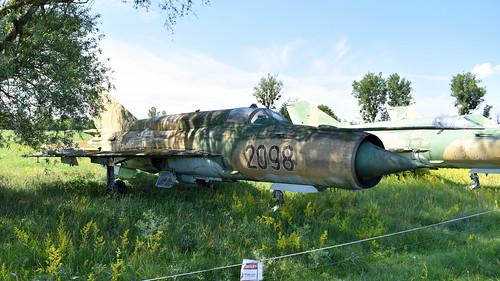 aviation aircraft hungary wr wrecks relics pápa mig21 su22 storage area stored mikoyangurevich mig21bissau cn 75062098 air force serial 2098