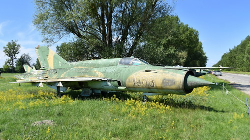 aviation aircraft hungary wr wrecks relics pápa mig21 su22 storage area stored mikoyangurevich mig21bissau cn 75061968 air force serial 1968
