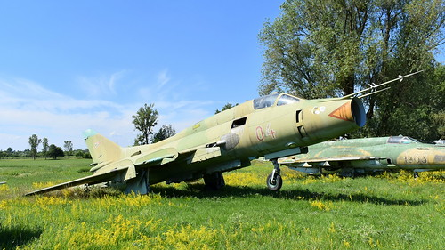 aviation aircraft hungary wr wrecks relics pápa mig21 su22 storage area stored sukhoi su22m3 cn 52304 air force serial 04