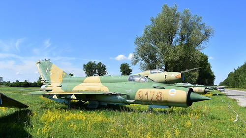 aviation aircraft hungary wr wrecks relics pápa mig21 su22 storage area stored mikoyangurevich mig21bissau cn 75049178 air force serial 9178