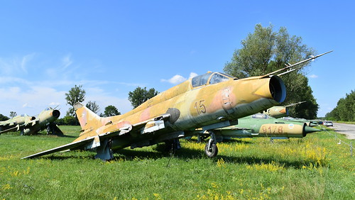 aviation aircraft hungary wr wrecks relics pápa mig21 su22 storage area stored sukhoi su22m3 cn 51815 air force serial 15