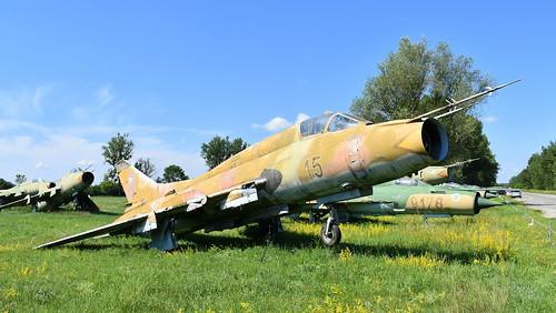aviation aircraft hungary wr wrecks relics pápa mig21 su22 storage area stored sukhoi su22m3 cn 51815 air force serial 15
