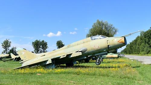 aviation aircraft hungary wr wrecks relics pápa mig21 su22 storage area stored sukhoi su22m3 cn 51814 air force serial 14