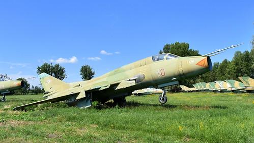 aviation aircraft hungary wr wrecks relics pápa mig21 su22 storage area stored sukhoi su22m3 cn 51610 air force serial 10