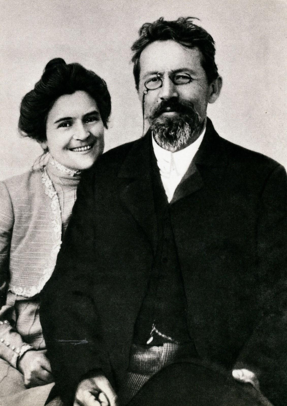 1900. Антон Чехов с женой Ольгой Книппер-Чеховой