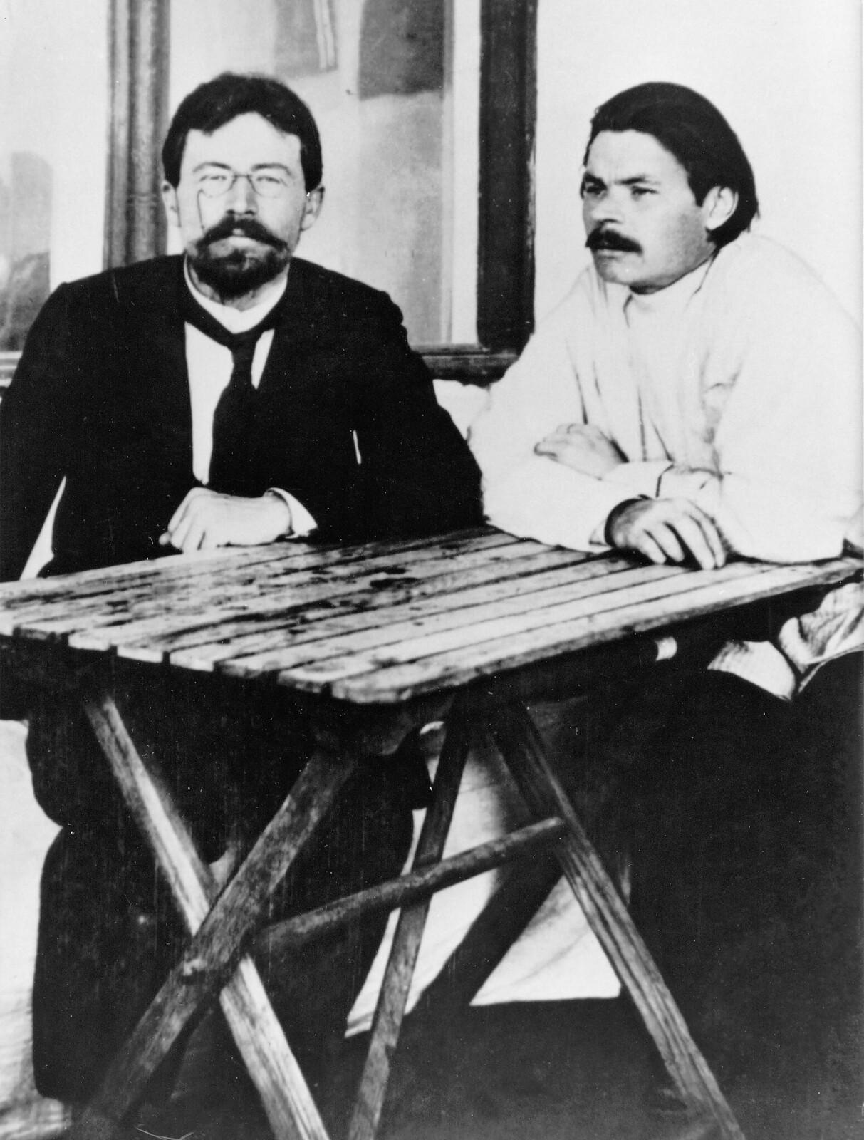 1900. Антон Чехов и Максим Горький в Ялте