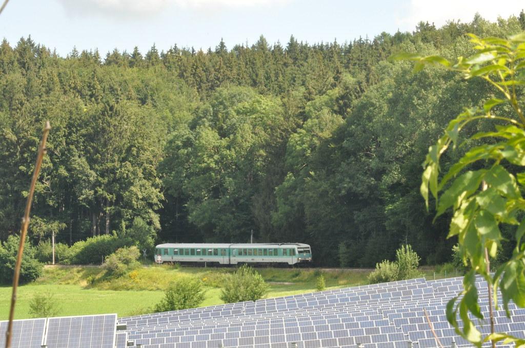 628 486/628 673 als RB 22891 bei der Einfahrt von Bad Wurzach in den Bahnhof Roßberg