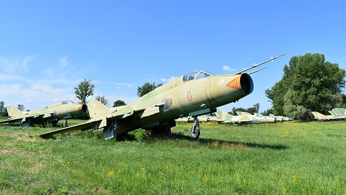aviation aircraft hungary wr wrecks relics pápa mig21 su22 storage area stored sukhoi su22m3 cn 51610 air force serial 10