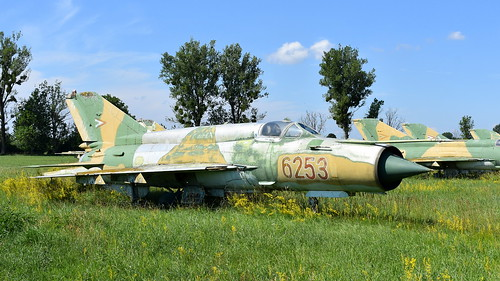 aviation aircraft hungary wr wrecks relics pápa mig21 su22 storage area stored mikoyangurevich mig21bissau cn 75046253 air force serial 6253