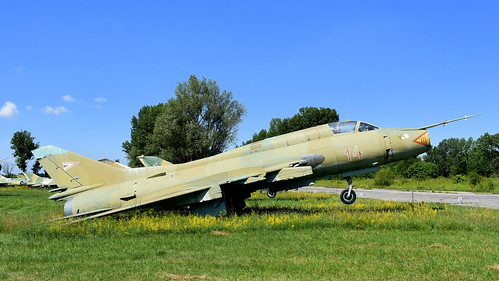 aviation aircraft hungary wr wrecks relics pápa mig21 su22 storage area stored sukhoi su22m3 cn 51814 air force serial 14