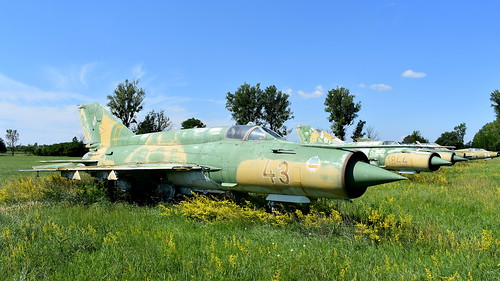 aviation aircraft hungary wr wrecks relics pápa mig21 su22 storage area stored mikoyangurevich mig21bissau cn 75077754 air force serial 43