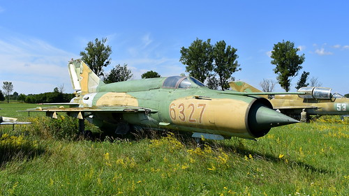 aviation aircraft hungary wr wrecks relics pápa mig21 su22 storage area stored mikoyangurevich mig21bissau cn 75046327 air force serial 6327