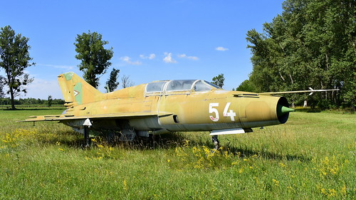 aviation aircraft hungary wr wrecks relics pápa mig21 su22 storage area stored mikoyangurevich mig21um cn 516999299 air force serial 54