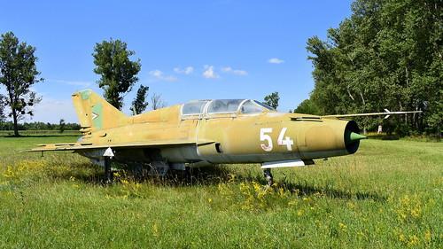 aviation aircraft hungary wr wrecks relics pápa mig21 su22 storage area stored mikoyangurevich mig21um cn 516999299 air force serial 54