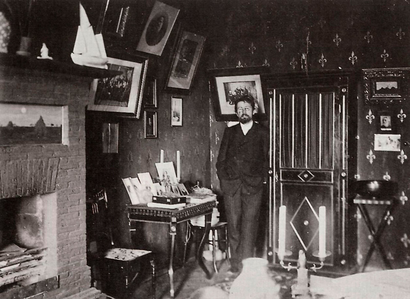 1901. Антон Чехов в своем кабинете, Ялта