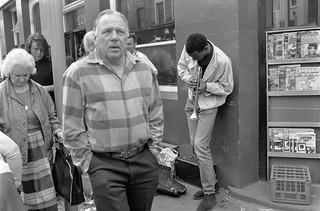 Street Musician, Portobello Rd, Notting Hill, Kensington & Chelsea, 1987 87-4c-16-positive_2400