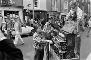 Barrel Organ, Portobello Rd, Notting Hill, Kensington & Chelsea, 1987 87-4d-11-positive_2400