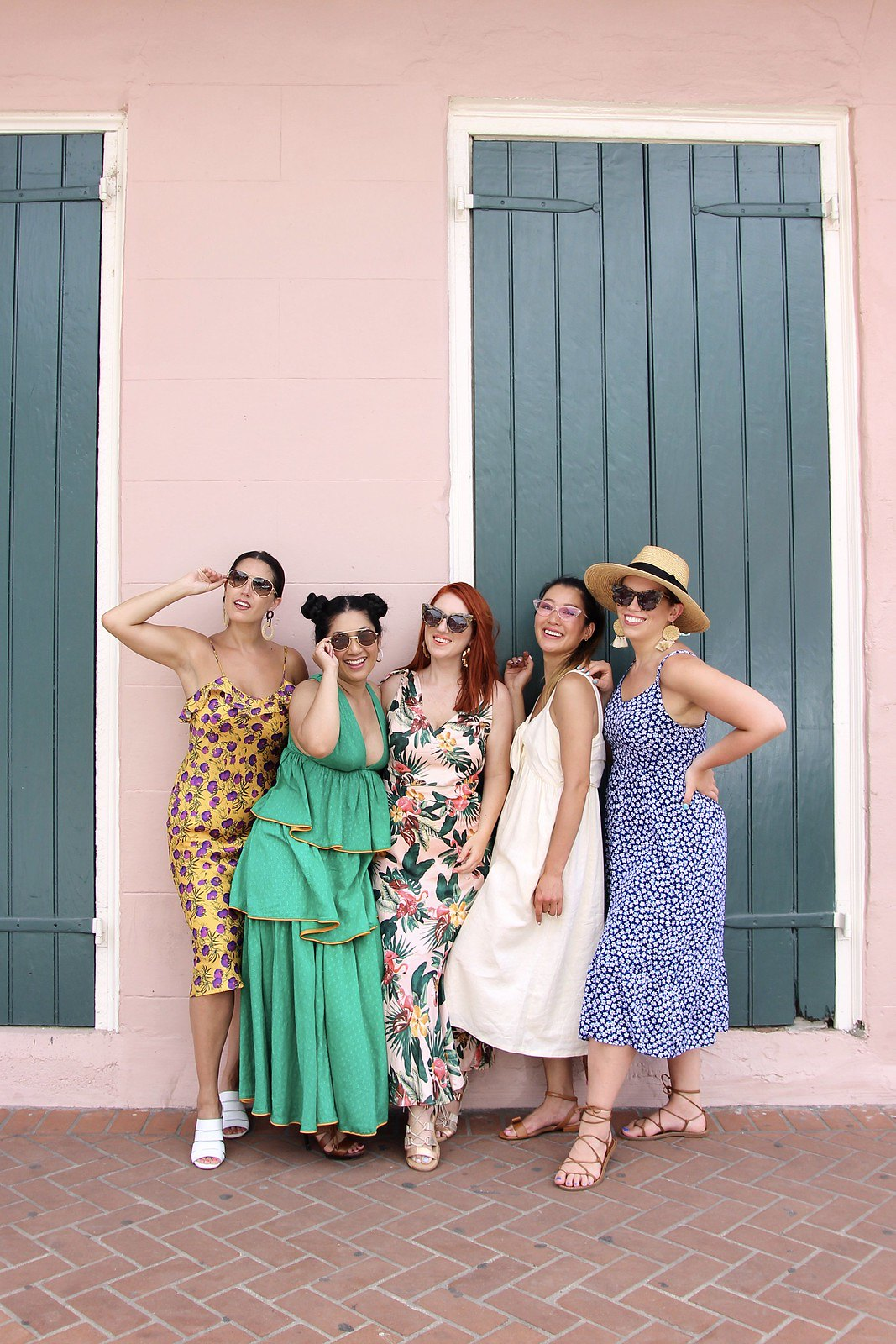 Girls New Orleans Trip | Colorful NOLA Buildings | Summer Outfit Inspiration