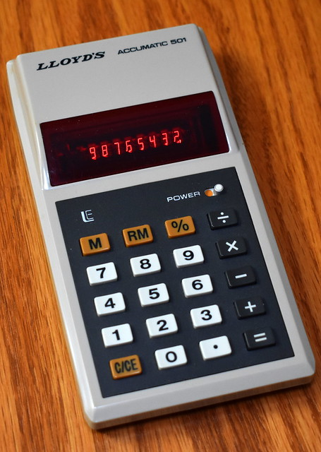 Vintage Lloyd's Accumatic 501 Electronic Pocket Calculator, Model E501, 7 Functions With Memory, 8-Digit LED Display & Floating Decimal, Made In Taiwan, Circa 1976