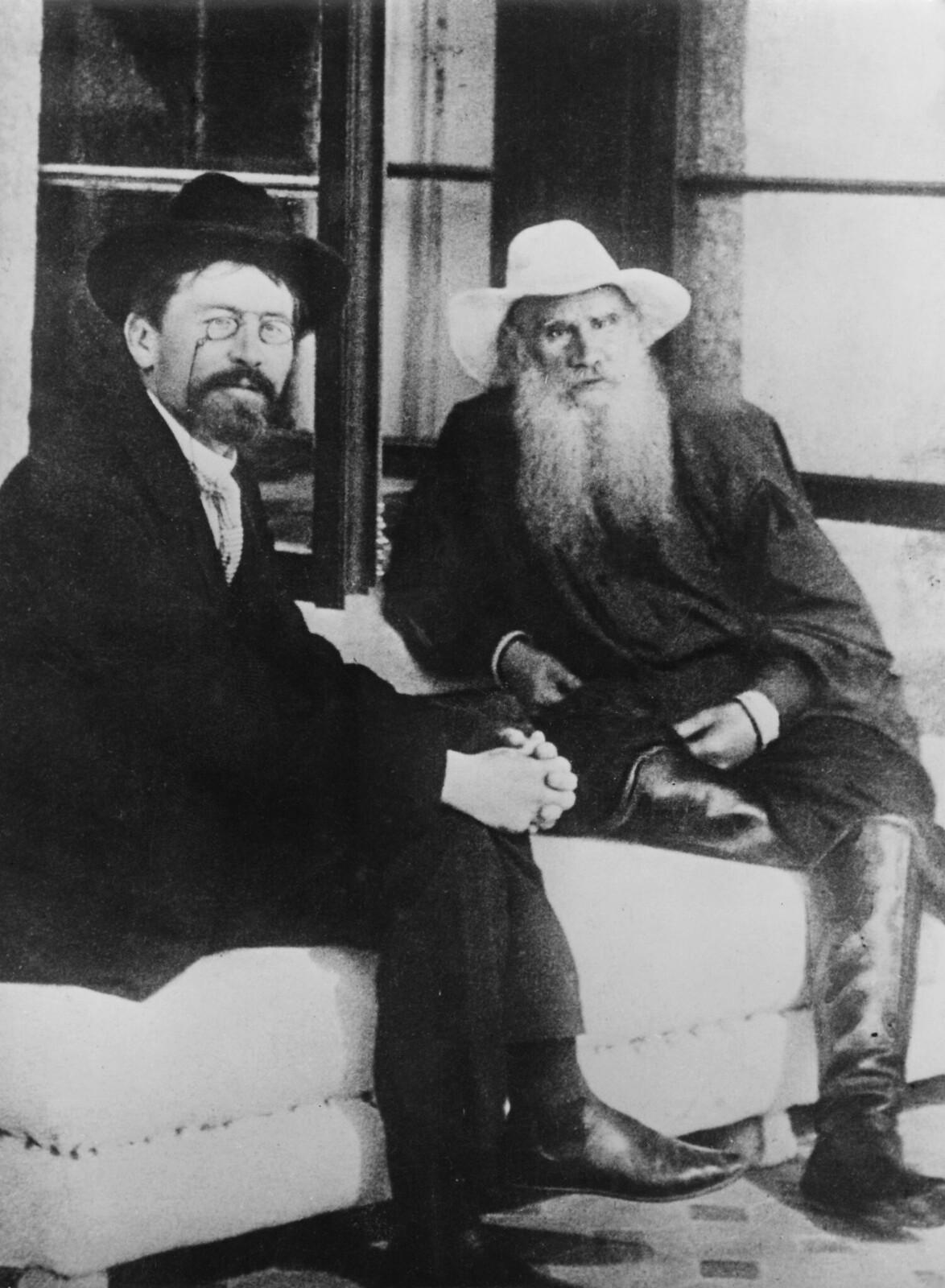 1903. Антон Чехов и Лев Толстой