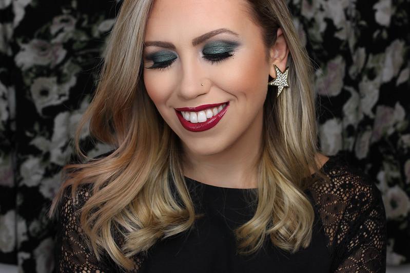 Holiday Christmas Makeup Look | Green Eyeshadow | Plum Berry Lipstick